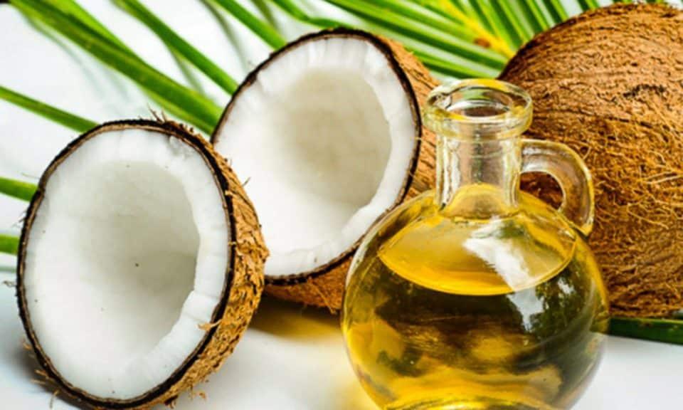 Óleo de coco emagrece? Mitos e verdades sobre o produto